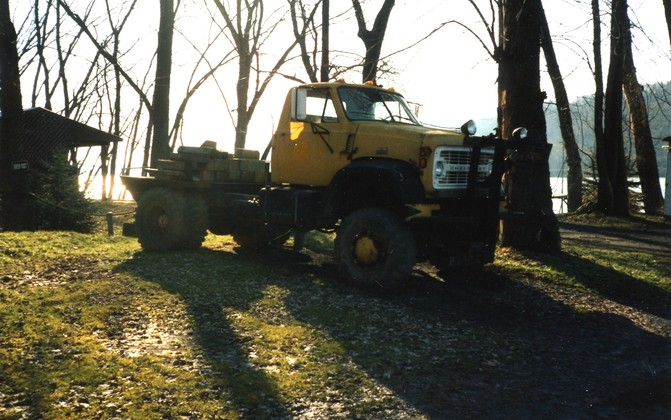 http://www.badgoat.net/Old Snow Plow Equipment/Trucks/Marmon Herrington  Howe Coleman 4WD Conversion Trucks/Marmon Harrington and Howe Coleman Conversions/GW671H420-28.jpg