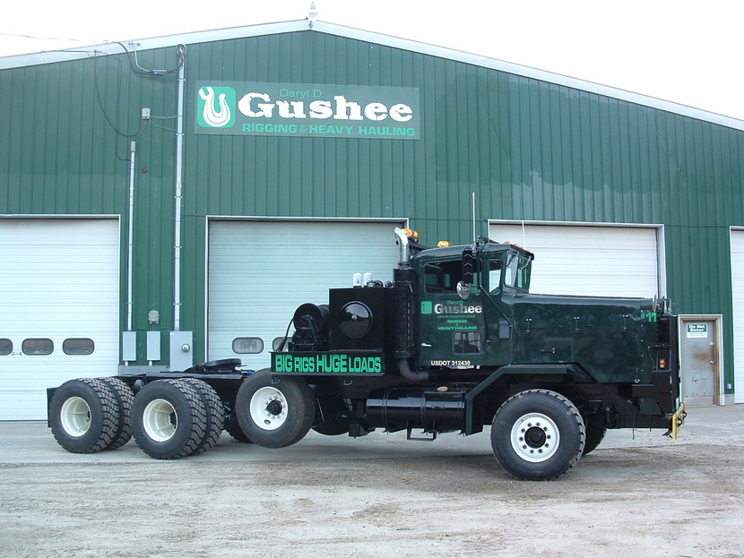 http://www.badgoat.net/Old Snow Plow Equipment/Trucks/Oshkosh Plow Trucks/Daryl Gushee's M-911/GW830H623-16.jpg