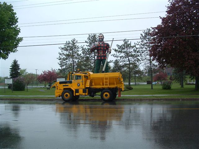 http://www.badgoat.net/Old Snow Plow Equipment/Trucks/Oshkosh Plow Trucks/Gushee's 1963 Oshkosh/GW640H480-4.jpg