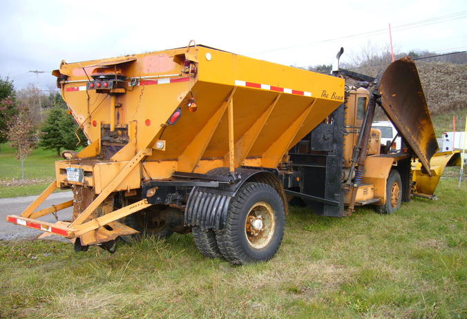 http://www.badgoat.net/Old Snow Plow Equipment/Trucks/Oshkosh Plow Trucks/Oddball Plow Gear System/GW676H462-3.jpg