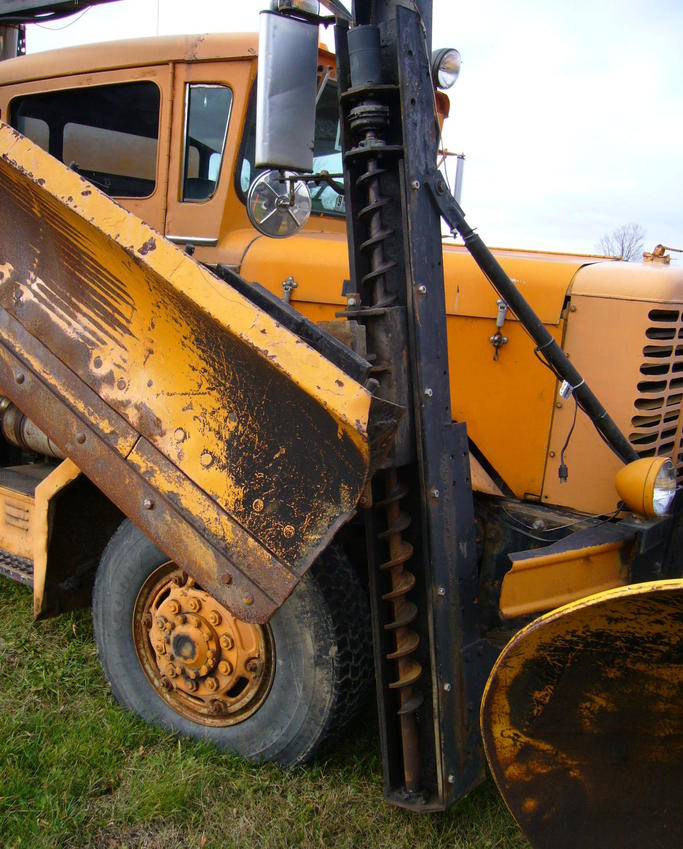http://www.badgoat.net/Old Snow Plow Equipment/Trucks/Oshkosh Plow Trucks/Oddball Plow Gear System/GW683H849-4.jpg