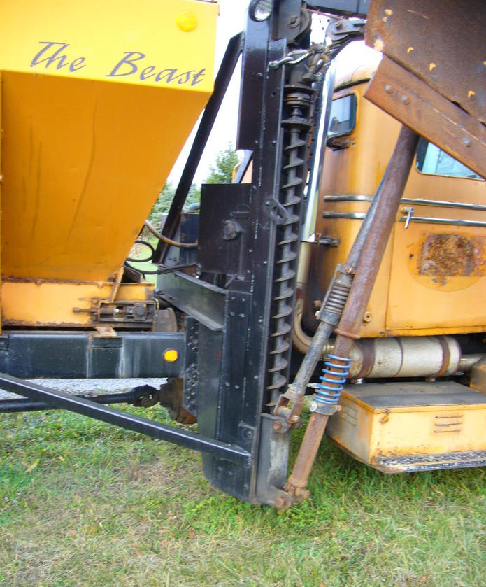 http://www.badgoat.net/Old Snow Plow Equipment/Trucks/Oshkosh Plow Trucks/Oddball Plow Gear System/GW695H839-2.jpg