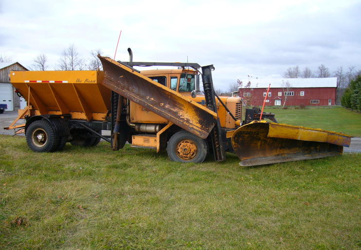 http://www.badgoat.net/Old Snow Plow Equipment/Trucks/Oshkosh Plow Trucks/Oddball Plow Gear System/GW741H514-1.jpg