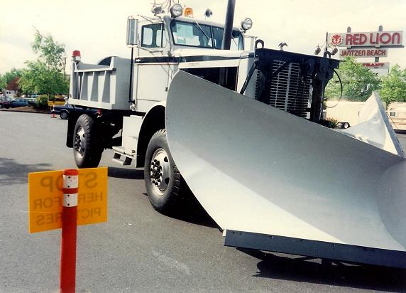 http://www.badgoat.net/Old Snow Plow Equipment/Trucks/Oshkosh Plow Trucks/Oshkosh Trucks/GW572H412-10.jpg