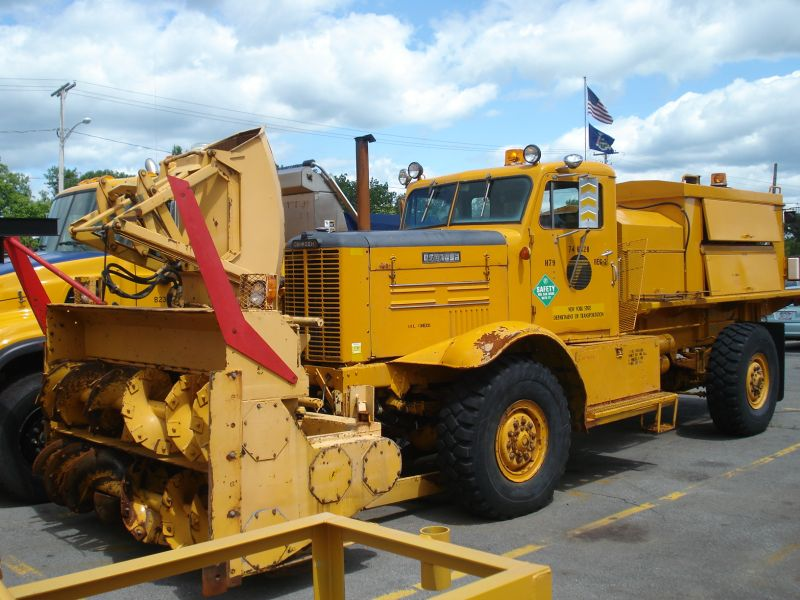 http://www.badgoat.net/Old Snow Plow Equipment/Trucks/Oshkosh Plow Trucks/Oshkosh Trucks/GW800H600-16.jpg
