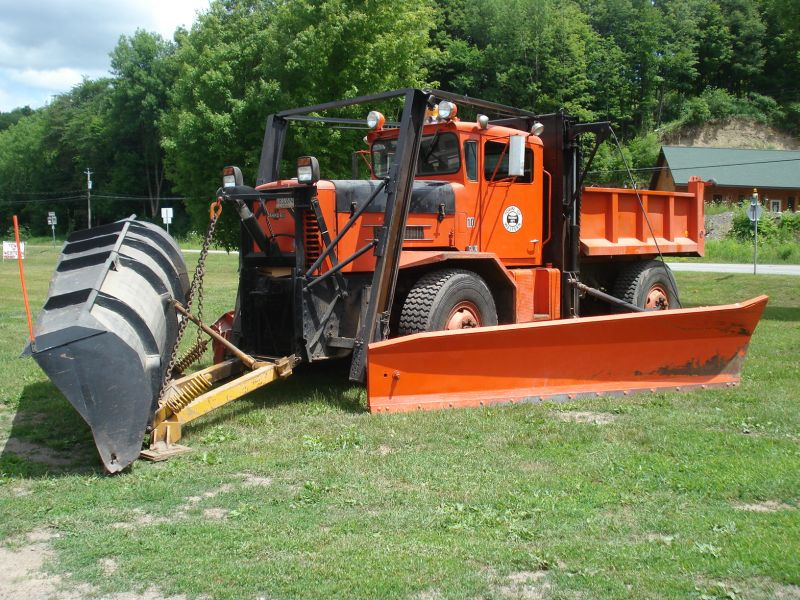 http://www.badgoat.net/Old Snow Plow Equipment/Trucks/Oshkosh Plow Trucks/Oshkosh Trucks/GW800H600-18.jpg