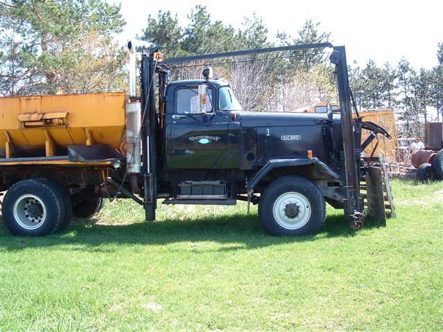 http://www.badgoat.net/Old Snow Plow Equipment/Trucks/Sicard Plow Trucks/Sicard Plow Truck/GW640H480-2.jpg