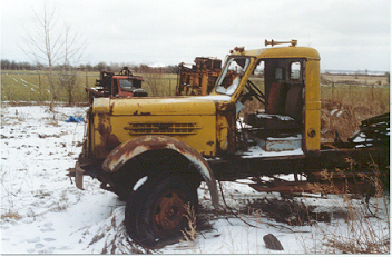 http://www.badgoat.net/Old Snow Plow Equipment/Trucks/Sterling Trucks/Sterling Trucks/Sterling Trucks/GW352H231-4.jpg