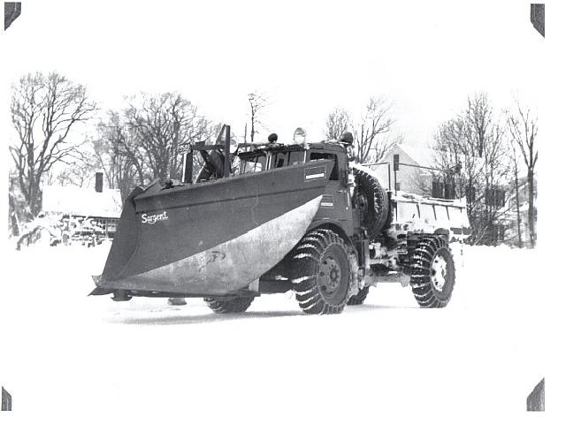 http://www.badgoat.net/Old Snow Plow Equipment/Trucks/Walter 100 Traction/Mass DPW Snowfighters/GW640H480-1.jpg