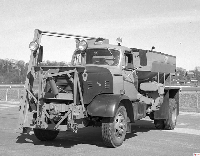 http://www.badgoat.net/Old Snow Plow Equipment/Trucks/Walter 100 Traction/Mass DPW Snowfighters/GW640H497-22.jpg