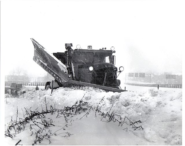 http://www.badgoat.net/Old Snow Plow Equipment/Trucks/Walter 100 Traction/Mass DPW Snowfighters/GW640H504-12.jpg