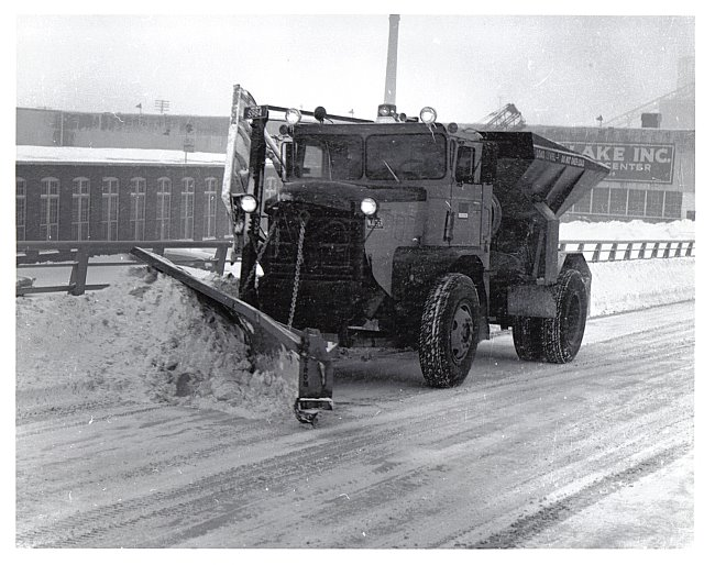 http://www.badgoat.net/Old Snow Plow Equipment/Trucks/Walter 100 Traction/Mass DPW Snowfighters/GW640H514-10.jpg