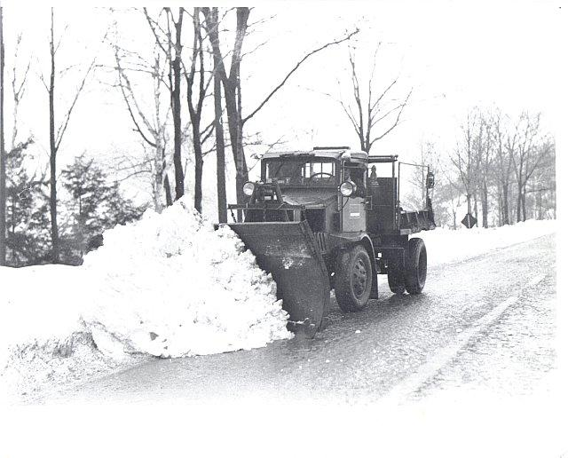 http://www.badgoat.net/Old Snow Plow Equipment/Trucks/Walter 100 Traction/Mass DPW Snowfighters/GW640H516-7.jpg