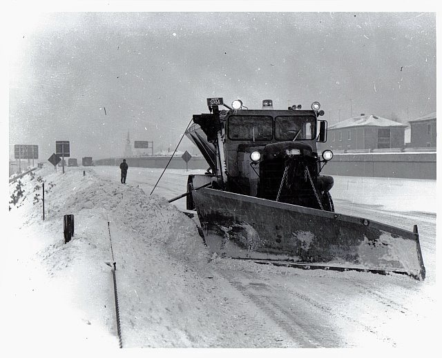 http://www.badgoat.net/Old Snow Plow Equipment/Trucks/Walter 100 Traction/Mass DPW Snowfighters/GW640H519-11.jpg