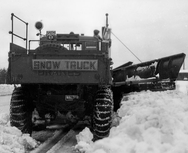 http://www.badgoat.net/Old Snow Plow Equipment/Trucks/Walter 100 Traction/Mass DPW Snowfighters/GW640H522-16.jpg