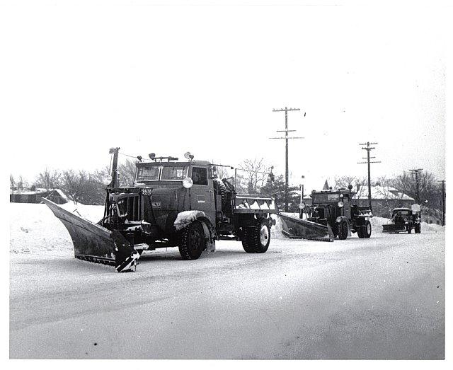 http://www.badgoat.net/Old Snow Plow Equipment/Trucks/Walter 100 Traction/Mass DPW Snowfighters/GW640H523-4.jpg