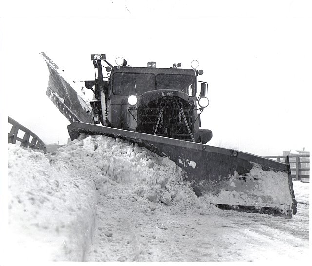 http://www.badgoat.net/Old Snow Plow Equipment/Trucks/Walter 100 Traction/Mass DPW Snowfighters/GW640H546-13.jpg
