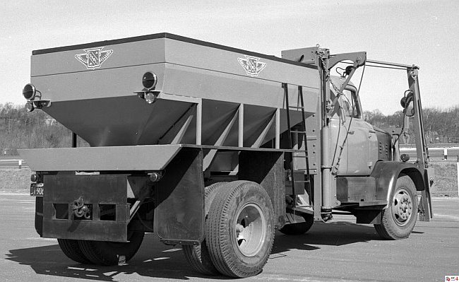 http://www.badgoat.net/Old Snow Plow Equipment/Trucks/Walter 100 Traction/Mass DPW Snowfighters/GW650H399-24.jpg