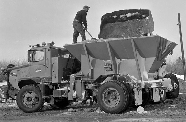 http://www.badgoat.net/Old Snow Plow Equipment/Trucks/Walter 100 Traction/Mass DPW Snowfighters/GW650H426-25.jpg
