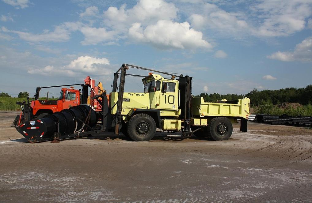http://www.badgoat.net/Old Snow Plow Equipment/Trucks/Walter 100 Traction/Onieda Airport N Cab Water/GW1018H663-1.jpg
