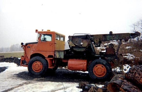 http://www.badgoat.net/Old Snow Plow Equipment/Trucks/Walter 100 Traction/Tom Albrecht's Collection/GW583H380-6.jpg