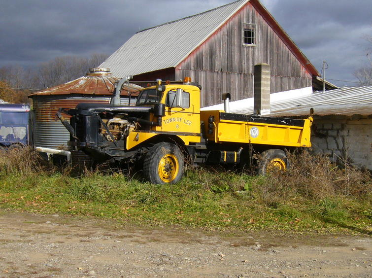 http://www.badgoat.net/Old Snow Plow Equipment/Trucks/Walter 100 Traction/Walter Snowfighters of Upstate New York/GW755H564-11.jpg