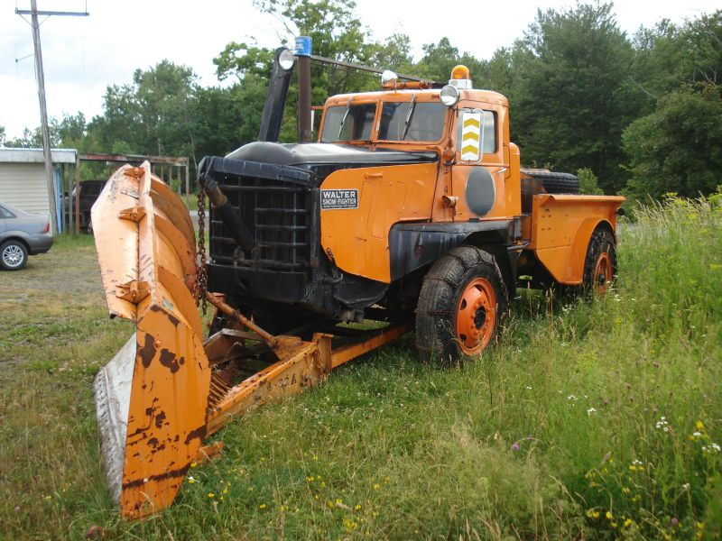 http://www.badgoat.net/Old Snow Plow Equipment/Trucks/Walter 100 Traction/Walter Snowfighters of Upstate New York/GW800H600-3.jpg