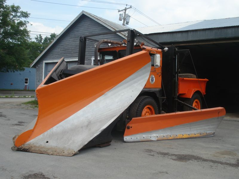 http://www.badgoat.net/Old Snow Plow Equipment/Trucks/Walter 100 Traction/Walter Snowfighters of Upstate New York/GW800H600-6.jpg