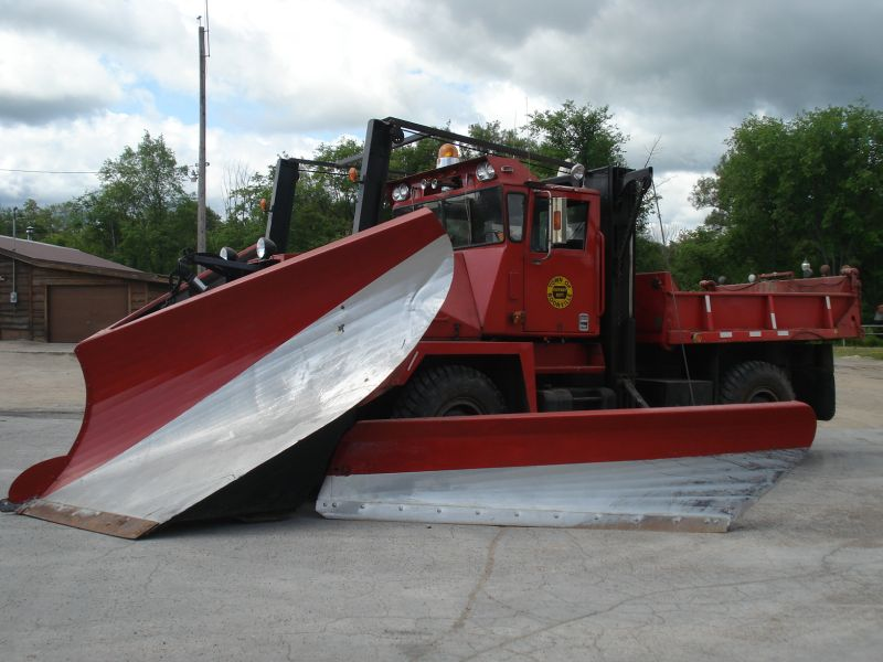 http://www.badgoat.net/Old Snow Plow Equipment/Trucks/Walter 100 Traction/Walter Snowfighters of Upstate New York/GW800H600-7.jpg