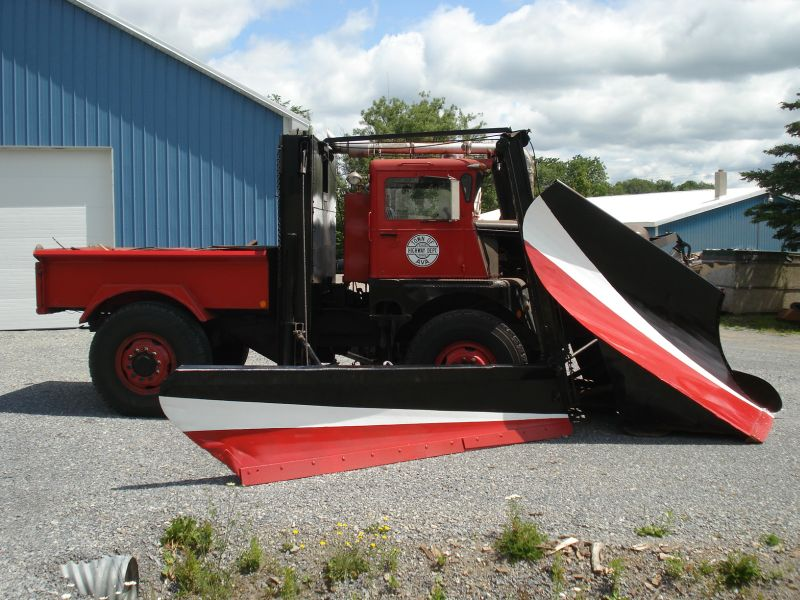 http://www.badgoat.net/Old Snow Plow Equipment/Trucks/Walter 100 Traction/Walter Snowfighters of Upstate New York/GW800H600-9.jpg