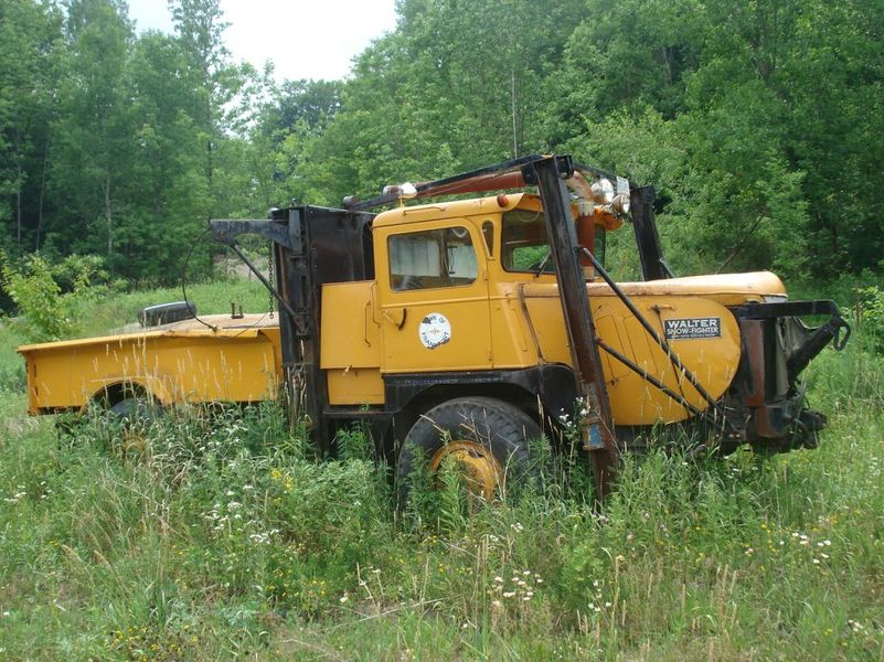 http://www.badgoat.net/Old Snow Plow Equipment/Trucks/Walter 100 Traction/Walter Snowfighters of Upstate New York/GW801H600-2.jpg